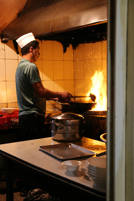 A cook working in the kitchen, Urumqi ウルムチ、料理をするコックさん