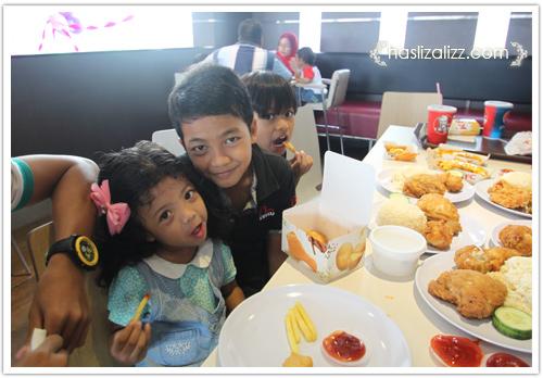 9233392397 a3fe93b9eb Makan KFC dengan sara & Uwais