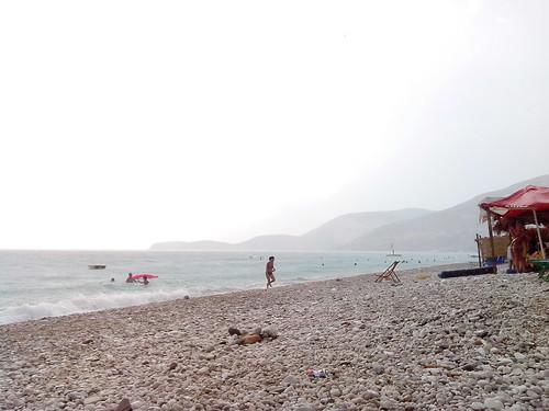 Piove sulla spiaggia by Ylbert Durishti