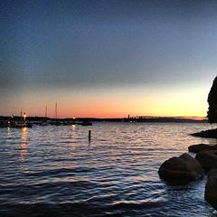 호수 건너로 보이는 시애틀... 아이폰이 일억화소라도 제대로 다잡을 수 없는 석양!