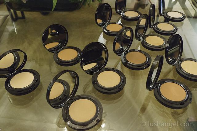 laura-mercier-powder-foundation