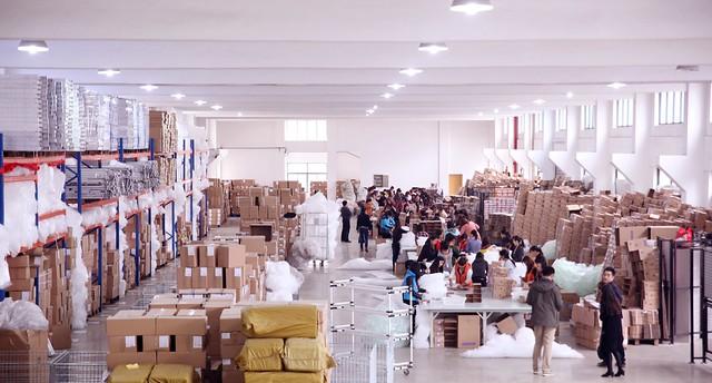 超過2400坪的倉庫和24小時不間斷包貨與發貨的人員,絕對保證到貨時間 (1)