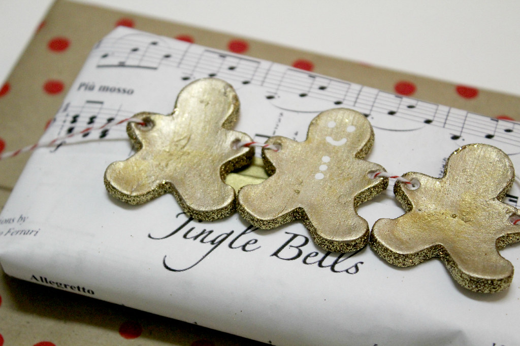 gold gingerbread men