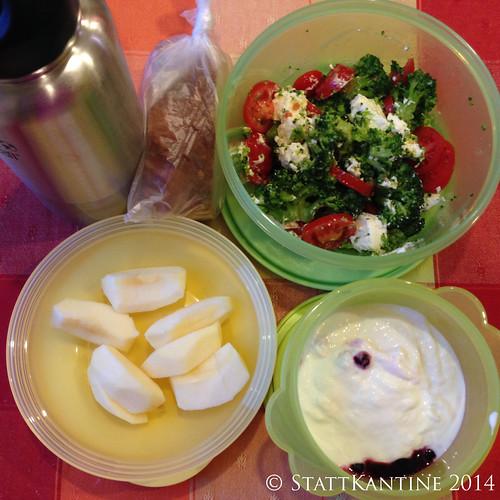 Stattkantine 11.03.14 - Brokkoli-Salat, Joghurt, Apfel
