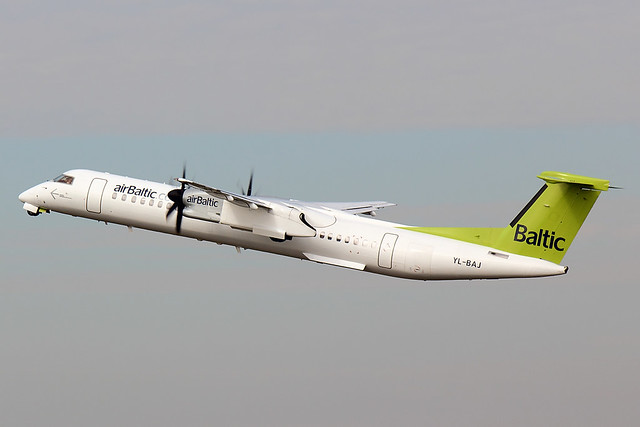 Air Baltic - DH8D - YL-BAJ (1)
