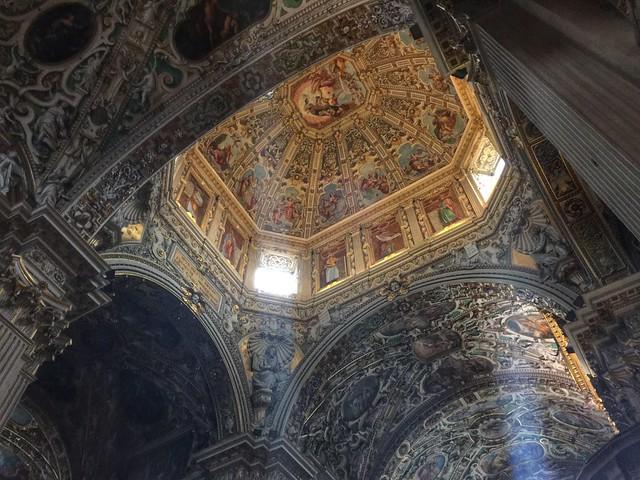 Interior de la Basílica Santa María Maggiore de Bérgamo (Italia)