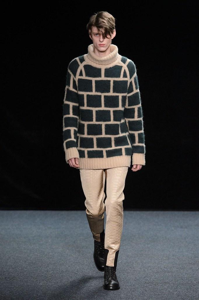 Elvis Jankus3248_1_FW15 Paris Songzio(fashionising.com)