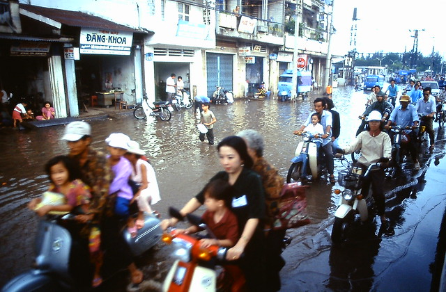 SAIGON Flood 1995 - Photo by Andy Tarica