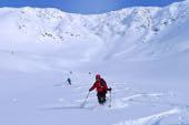 Perfekter Tiefschnee bei der Abfahrt im Hohen Norden Norwegens. Skitouren auf den Lofoten. Foto: Günther Härter.
