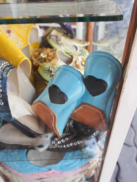 誰說摩洛哥人很保守, 這雙鞋的鞋底是愛心的形狀喔~