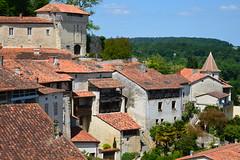 Vieilles maisons et le château dominant