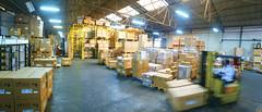 Imagen del almacén donde se organizan las máquinas de café en sus embalajes antes de ser distribuidas./ Imatge del magatzem on s'organitzen les màquines dins dels seus embalatges abans de ser distribuïdes./