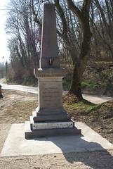 Saint Cyr-la-rivière : monument aux morts - Photo of Chalou-Moulineux