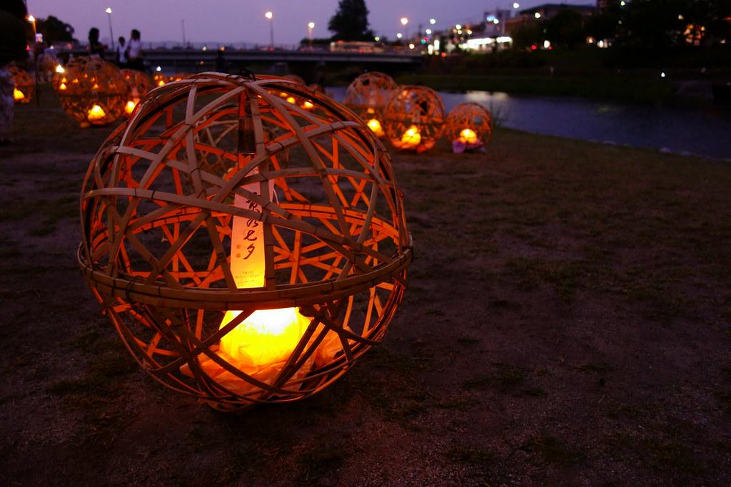 竹籠のオブジェ