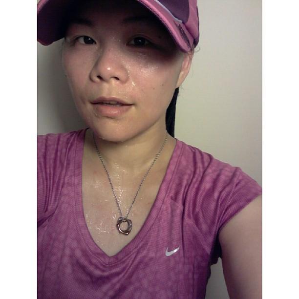 20130825 每次跑步時聽著自己的心跳,看著自己的影子,感覺到不斷低落的汗珠,我都會告訴自己,被我蹧蹋40年的身體,現在開始我對得起你了。我也絕對相信,努力付出一定有回報,千萬別放棄!!(給在這條路上與還沒上路的你,共勉)