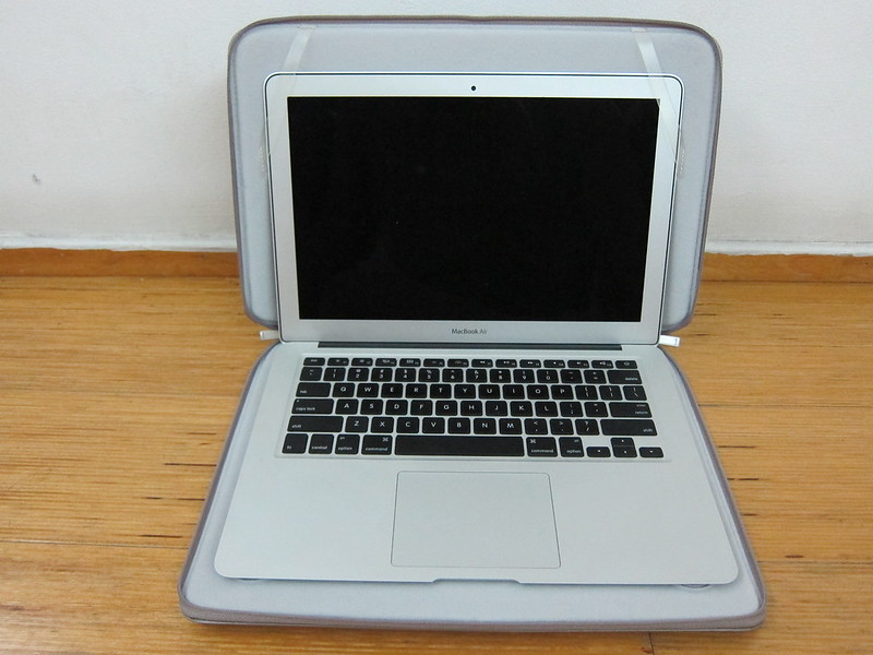 Moshi Codex Air 13 - With MacBook Air 13 Inch