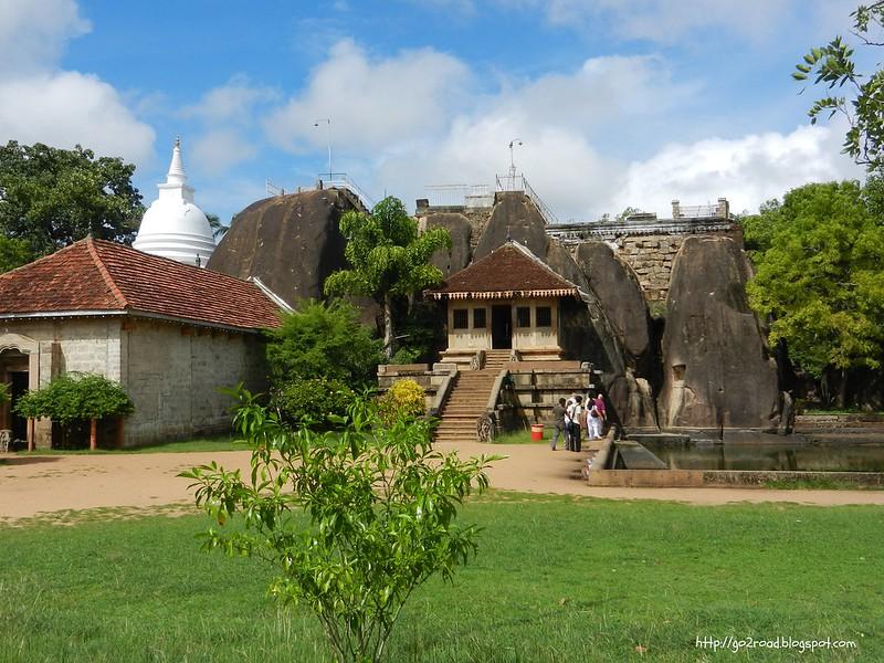 Храм Исурмуния возле Анурадхапуры