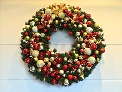 flower(0.0), floristry(0.0), decor(1.0), christmas decoration(1.0), wreath(1.0),