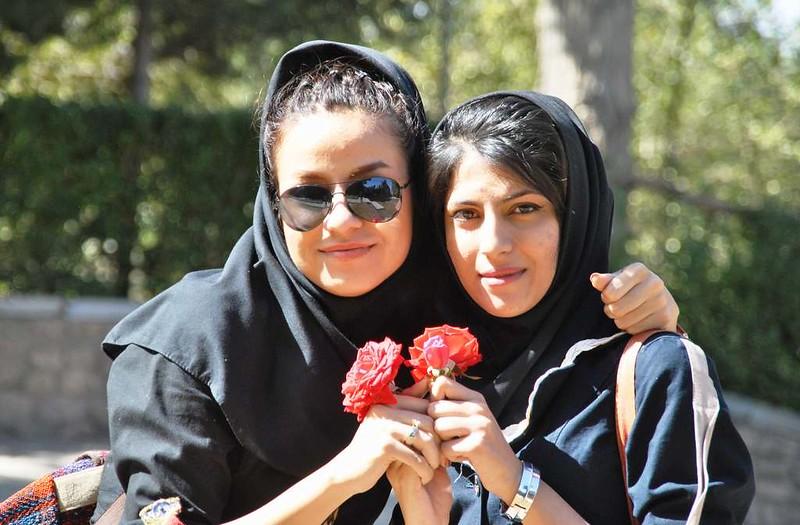 226 jovenes iranis en los Jardines en Mahan (52)