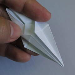 วิธีพับกระดาษเป็นรูปดอกลิลลี่ 020