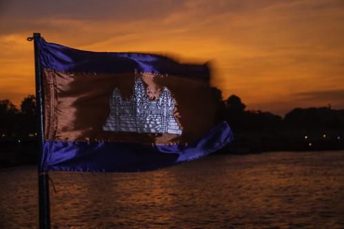 city cruise sunset orange water river fun boat flying asia cambodia seasia southeastasia flag capital angkorwat fabric phnompenh kh breeze flapping aroundtown mekong tonlesap kampuchea