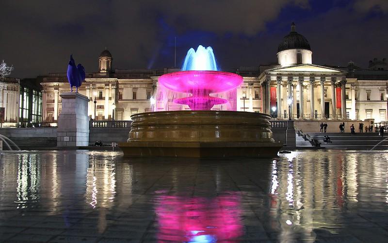 Trafalgar Square by night