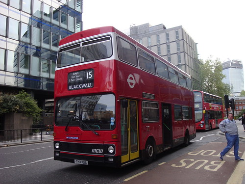 Ensignbus M1 (THX 101S) on Route 15, Aldgate