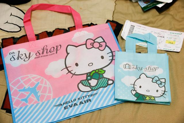 長榮航空 Hello Kitty 機上免稅品購物袋
