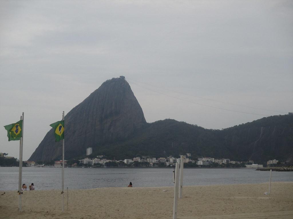 Vue sur le  Pain de Sucre depuis la plage de Flamengo.