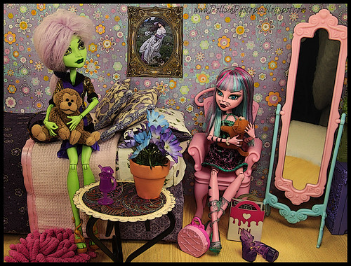 Hanging Out by DollsinDystopia