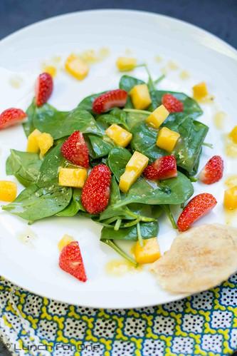 Babyspinat-Mango-Erdbeer Salat