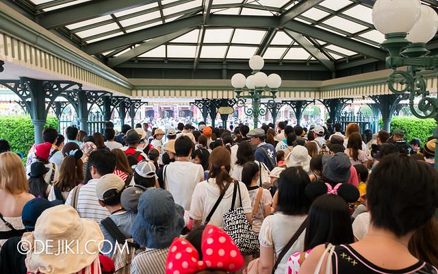Tokyo Disneyland - Entrance - the inner ring