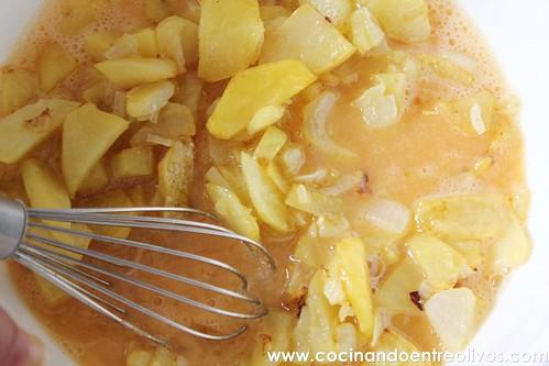 Pimientos verdes rellenos de tortilla de patatas www.cocinandoentreolivos (12)