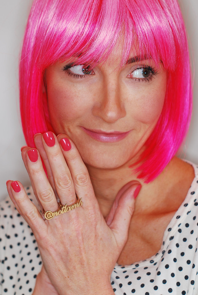 Pink wig, polka dots & personalised Twitter name ring - oNecklace.com