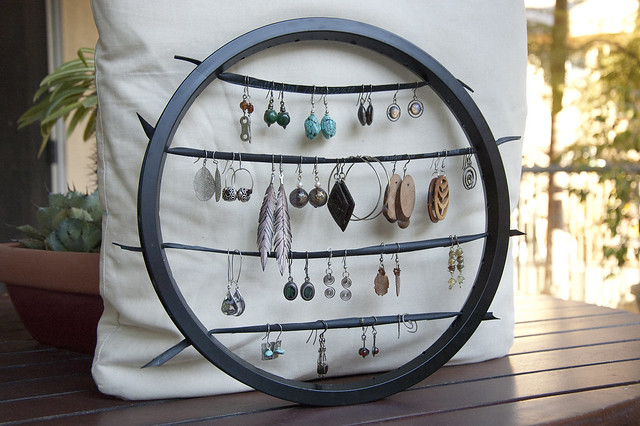 bike wheel earring rack