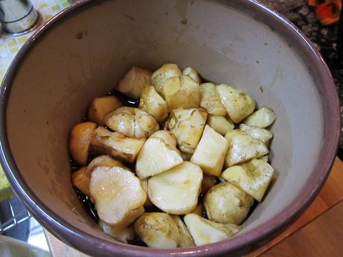 キクイモを醤油とみりんで漬ける 2013年11月25日 by Poran111