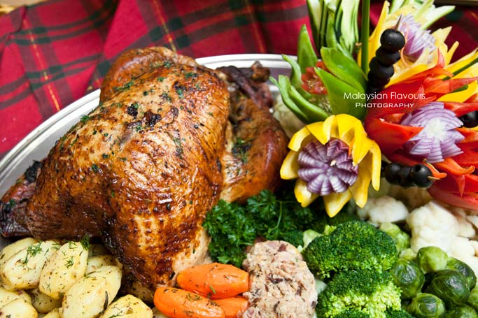 roasted-tom-turkey-christmas-celebration-seasons-cafe