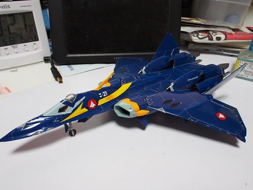 YF-21 四年かけて(ほぼ放置だけど)完成 翼端灯飛んでたww。