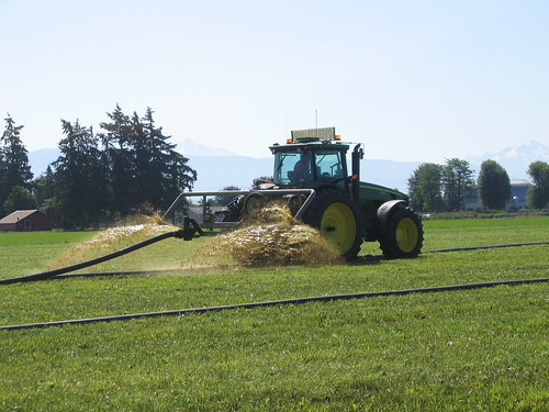 Aerator applying manure