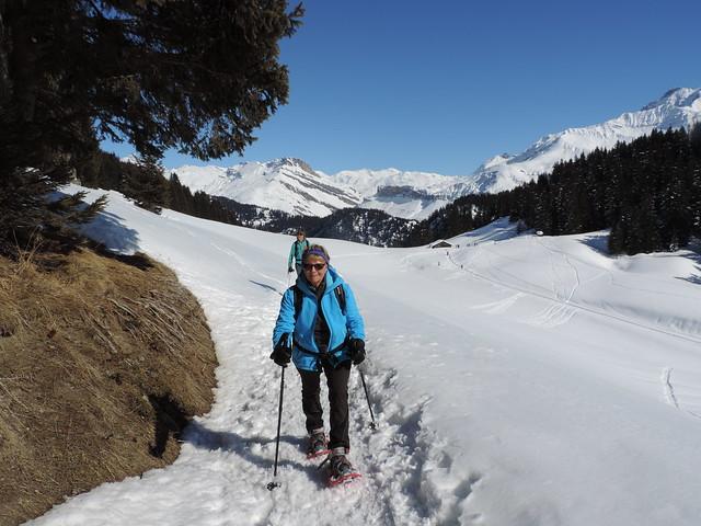 Denise sur le sentier du Col du Pré au retour
