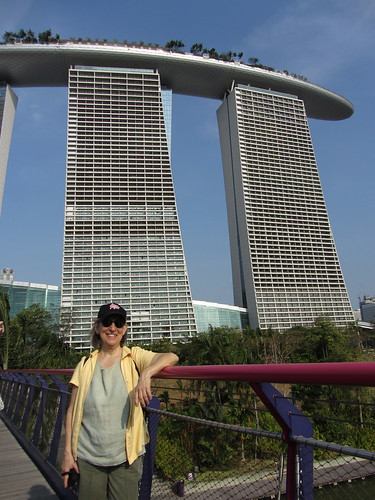 me proving I'm in singapore (thanks, roberto)