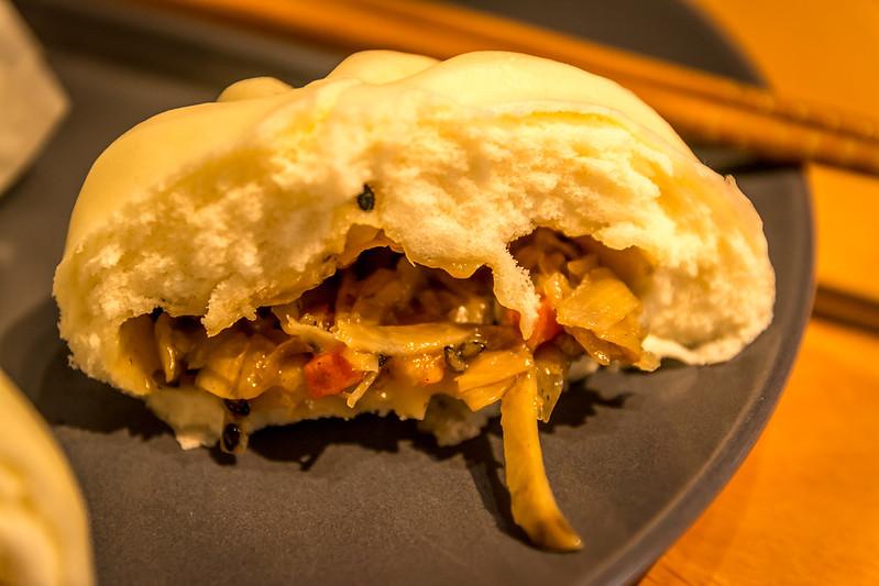 Burdock bun inside, isotakiaispiirakka