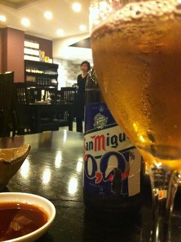 Alicante | Ming Cocina Asiática | Cerveza y señora vigilante