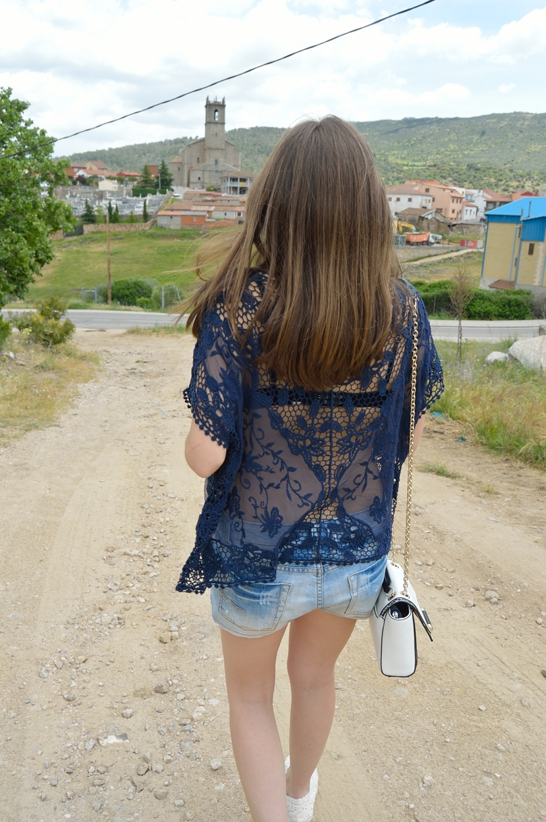 lara-vazquez-madlula-blog-style-lace-blue-back-denim