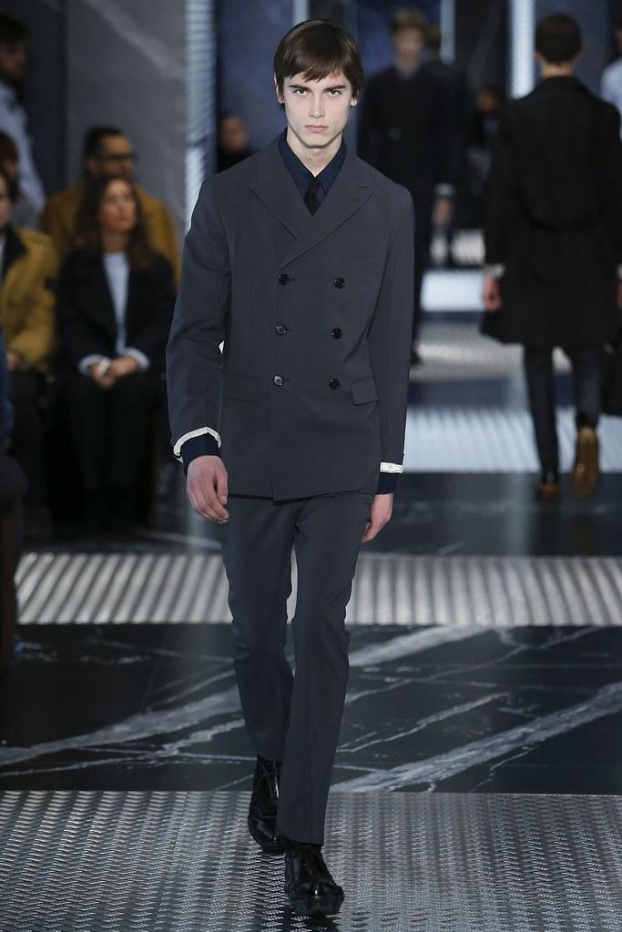 Eduard Badaluta3014_FW15 Milan Prada(VOGUE)