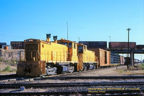 railroad train diamond sp locomotive railroadcrossing switcher southernpacific hbt emd sw1500 mp15dc railroaddiamond emdsw1500 mp15 emdmp15dc houstonbelt switcherlocomotive houstonbeltandterminal