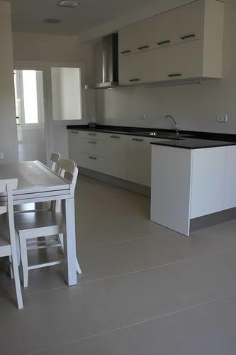 Dise o de cocinas en las rozas madrid cocina moderna mod - Encimera granito blanco ...