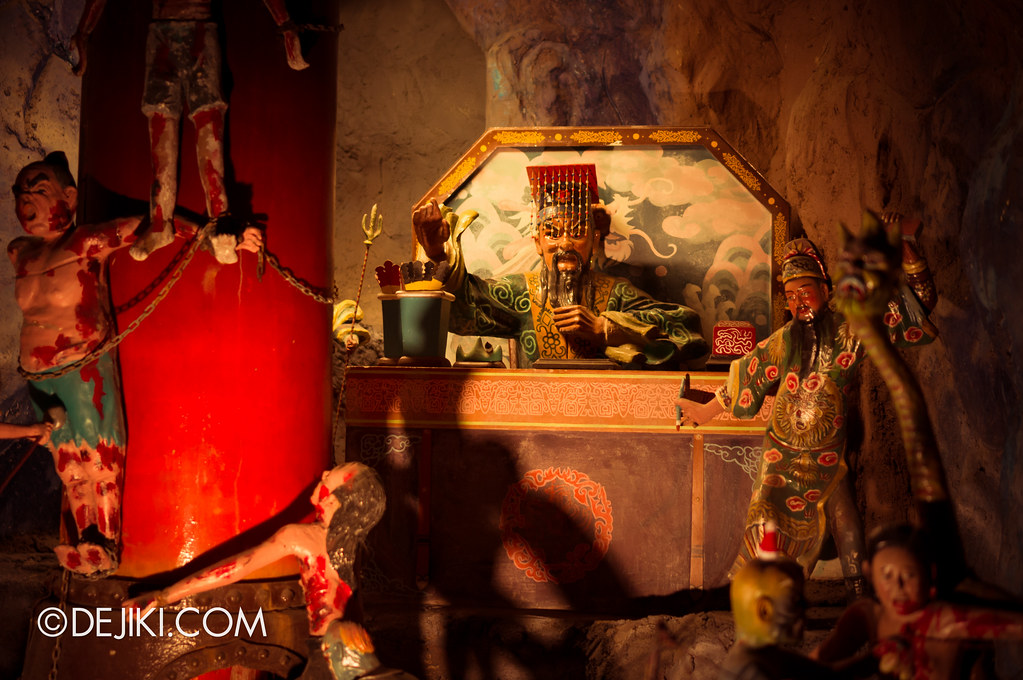 Haw Par Villa - inside ten courts of hell 7