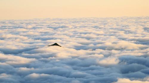 cloud mountain berg sunrise swiss stock hütte sac wolken alpen gletscher alp berner rothorn cloudly blüemlisalp 2834 ufem blüemlisalphütte mygearandme