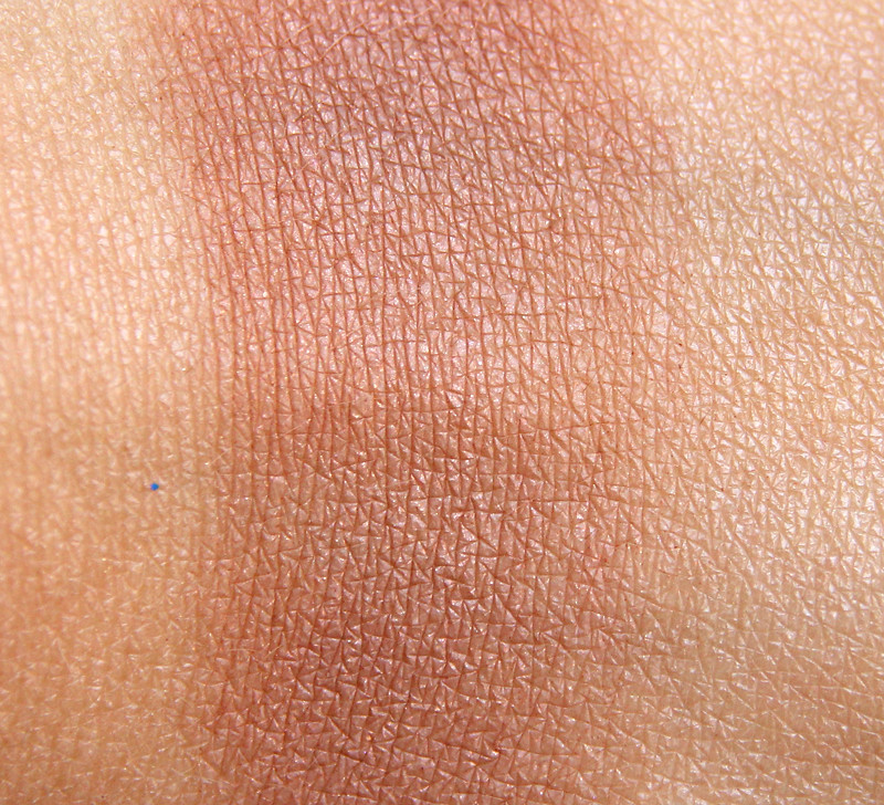 Estée Lauder medium bronze goddess bronzer swatch